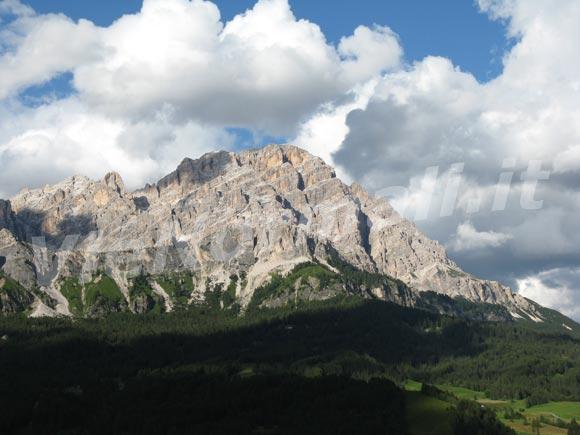 <font size='3'>Visto da sopra Cortina Ampezzo</font>