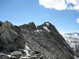 Via Normale Monte Prosa - La cresta finale da N. Al centro l´ evidente risalto che precede la vetta.