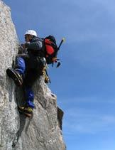 Via Normale Aiguille d'Entreves - In arrampicata sull'Aiguille d'Entreves