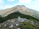 Via Normale Monte Pratiglio - Il Monte Pratiglio con quello che resta del Termine n° 245, in fondo il Monte Viglio
