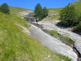 Via Normale Monte Gorzano - Lastronate di arenaria dove scorre il torrente