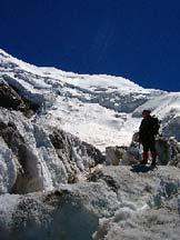 Via Normale Weissmies - I crepacci e i seracchi nella parte bassa del ghiacciaio, con l´itinerario sullo sfondo