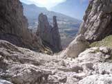 Via Normale Guglia Angelina - Il Canalone della Val Tesa con al fondo il gruppo Torre-Fungo-Lancia