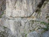 Via Normale Monte Toraggio - Tratto scavato nella roccia del Sentiero degli Alpini.