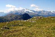 Via Normale Monte Solena - Vista verso la Cima Piazzi dal terrazzo erboso superiore