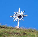 Via Normale Monte Calvo / Golfen - La particolare croce di vetta