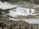 Via Normale Pizzo Paradisino - In discesa sulle strette cenge, al centro la conca glaciale