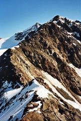 Via Normale Monte Mantello - L´affilato tratto di cresta tra Villacorna e Mantello
