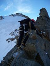 Via Normale Dent d'Herens - Cresta Tiefenmatten - In arrampicata sulla cresta Tiefetmatten