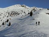 Via Normale Pizzo del Vento - Veduta sui Monti Fioraro e Tartano dal crinale appena oltre il bosco.