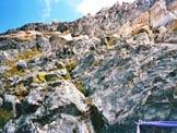 Via Normale Monte del Forno - Passaggi di II+ sulla parete sopra le corde fisse.