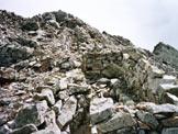 Via Normale Cima Zigolón - I resti delle baracche sulla vetta