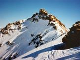 Via Normale Pizzo di Canciano - da NW - La vetta dai pressi della Sella (q. 3019 m)