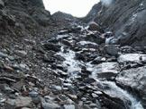 Via Normale Cima San Giacomo (da N) - Il tratto pi� stretto della gola, con diversi massi mobili e qualche possibilit� di bagnarsi