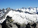 Via Normale Monte Spluga - Sulla destra, il Pizzo Badile e il Pizzo Cengalo, dalla vetta