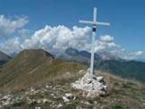 Via Normale Monte Piglione - Anticima Sud Est di Monte Piglione, in fondo la Pania della Croce, l´ Uomo Morto e la Pania Secca