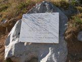 Via Normale Serra del Prete - Lapide commemorativa di Papa G. P. II nei pressi del Rif. De Gasperi