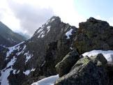 Via Normale Corna Mara - cresta W - Sulla cresta W, al centro la vetta