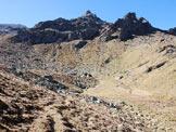 Via Normale Monte Forcellino - Via Normale da E - Sulla piccola piana sotto i picchi rocciosi.