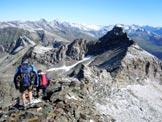 Via Normale Pizzo Sevino - cresta E - In vetta, a destra il Pizzo Quadro