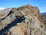 Via Normale Corno delle Ruzze - Al centro la vetta, dall'ultimo tratto di cresta S