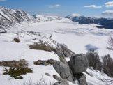 Via Normale Monte Orsello - La piana di Campo Felice vista salendo sul Monte Orsello
