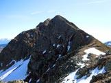 Via Normale Camoghè - Cresta W - Al centro la (q. 2202 m) e a sinistra la vetta, dalla cresta W
