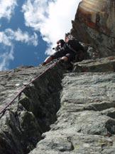 Via Normale Punta Udine - Cresta E - La fessura della terza lunghezza.