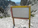 Via Normale Torri di Casanova - Tabella del CAI dell´Aquila che indica le Torri di Casanova
