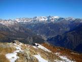 Via Normale Monte Canale - Cresta WNW - Al centro, Chiesa in Valmalenco e l'intero Gruppo del Bernina, dalla vetta