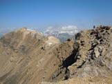 Via Normale Piz Mezzaun - Lungo la cresta, poco prima del salto verticale. A sinistra la cima intermedia