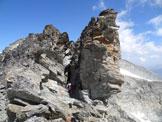 Via Normale Piz Corvatsch - Cresta Sud - Pietro osserva il passaggio di III, neanche troppo esposto