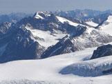 Via Normale Wildspitze - Sullo sfondo a sinistra la Wildspitze, vista dalla Palla Bianca