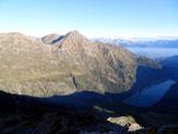 Via Normale Monte Demignone - Al centro il M. Torena e il Lago Belviso, dalla vetta