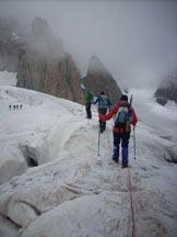 Via Normale Mont Blanc du Tacul - Passaggio tra i crepacci