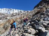 Via Normale Pizzo Varuna (traversata) - Di fianco ai seracchi, fino a pochi decenni fa questi pendii erano glaciali