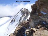 Via Normale Pizzo Varuna (traversata) - In salita, sulla cresta W