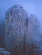 Via Normale Sasso di Toanella - Il Sasso di Toanella sferzato dalla grandine visto dalla Rocchetta Alta