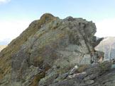 Via Normale Pizzo Scala - Risalti rocciosi da aggirare, lungo la cresta S