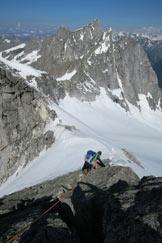 Via Normale Cima della Bondasca - Verso N con il ghiacciaio e la morena