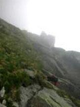 Via Normale Cima Trento - Si percorre (ovest) una cengia erbosa che porta ad un camino