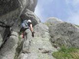 Via Normale Cima Trento - Ccamino sotto ad una parete verticale