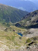 Via Normale Monte Gruppo/Grubbachspitze - Il rifugio e il Lago di Pausa visti dalla cima