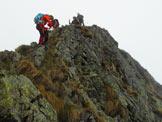 Via Normale Mazza dell'Inferno - Passaggio attrezzato in disarrampicata per raggiungere la base della cima