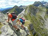 Via Normale Pizzo Alzasca - In discesa sul saltino rocciso. Alle spalle la cresta di collegamento tra le due cima