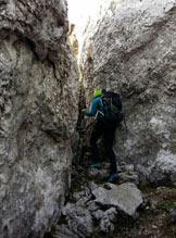 Via Normale Creste/Cima Bares - Passaggio tra rocce