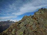Via Normale Pizzo di Sassiglione  - Le facili rocce affioranti del tratto finale, a sinistra il Gruppo del Bernina
