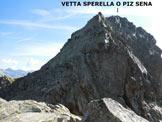 Via Normale Vetta Sperella (o Piz Sena) - Pietro all'inizio di una paretina di II, sulla cresta S