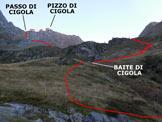 Via Normale Pizzo di Cigola - Immagine ripresa dal poggio con rocce affioranti sottostante il Bivacco di Cigola