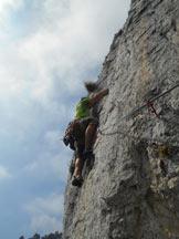 Via Normale Punta Giulia (Via Giovane Italia) - Il traverso chiave alla partenza del secondo tiro